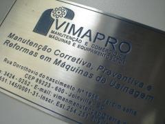 Placa de identificaÇÃo fabricada em aÇo inoxidável e gravada em baixo relevo químicamente.
