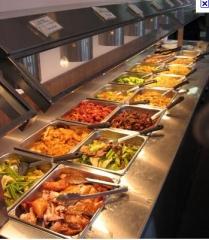 Uma grande variedade de pratos quentes