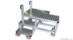 Escada em alumínio com rodízios