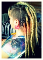Dreads com alongamento no moicano